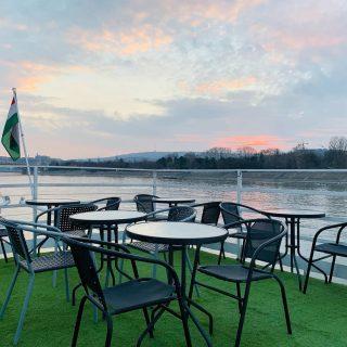 golfra keszen / golf court ready  #hajoznijo #portumlines #boatsofbudapest #boatslife #momentsinbudapest #danube #duna #msfanny #fannyhajo