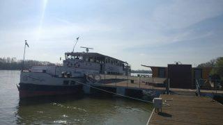 #budafok #sunshine #hajoznijo #portumlines #momentsinbudapest #msfanny #fannyhajó #boatsofbudapest #boatslife #duna #danube