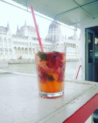 Sunday / vasarnap #hajoznijo  #momentsinbudapest  #boatslife #boatsofbudapest #thisisbudapest