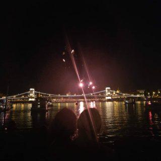 it starts / kezdodik #momentsinbudapest #portumlines #hajoznijo #fireworks💥 #fireworkshow
